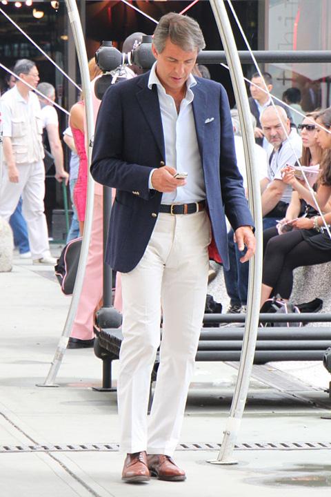 ピッティ2010年6月スナップ 正統派 紺白ジャケパンスタイル