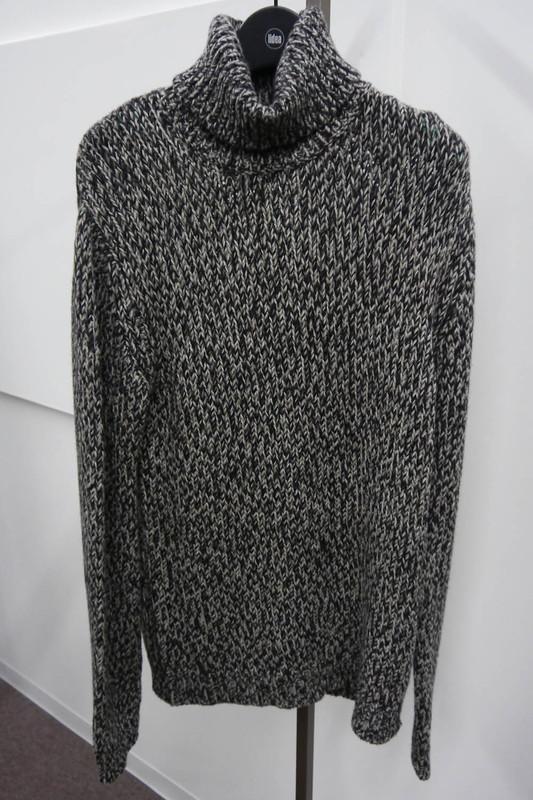 ミドルゲージ タートルネックセーター