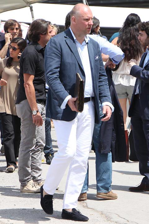 ピッティ2010年6月スナップ ネイビーのジャケット