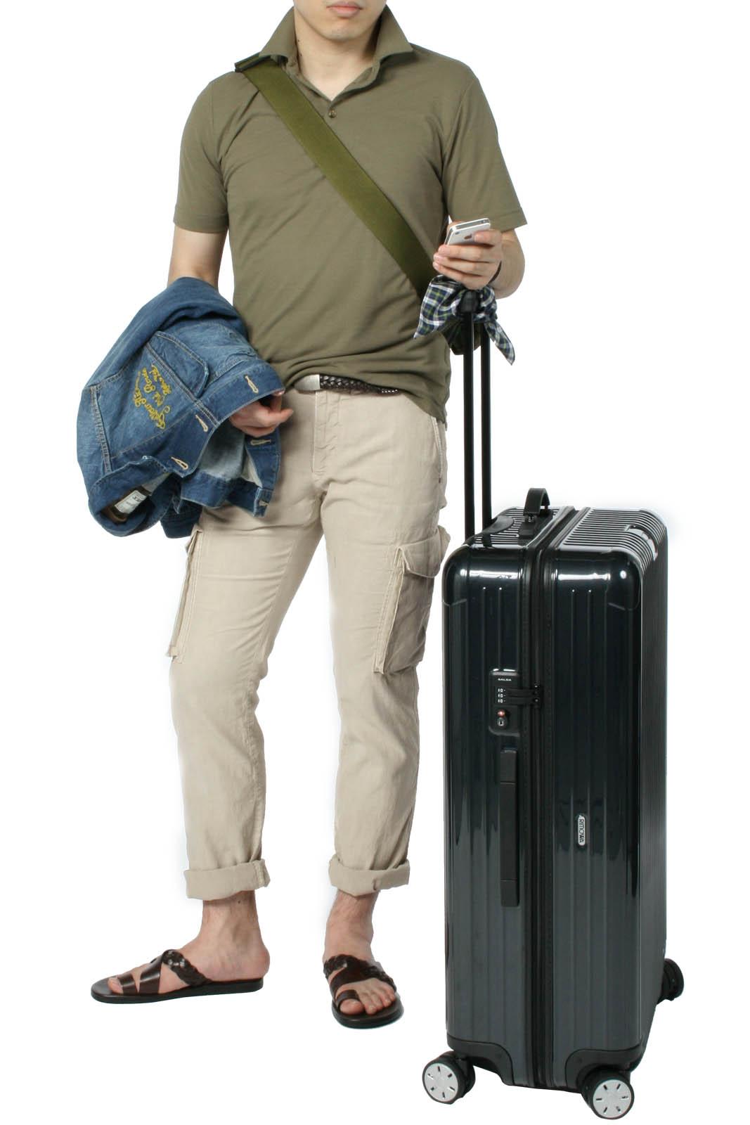ポロシャツとGジャンのラフな旅スタイル。